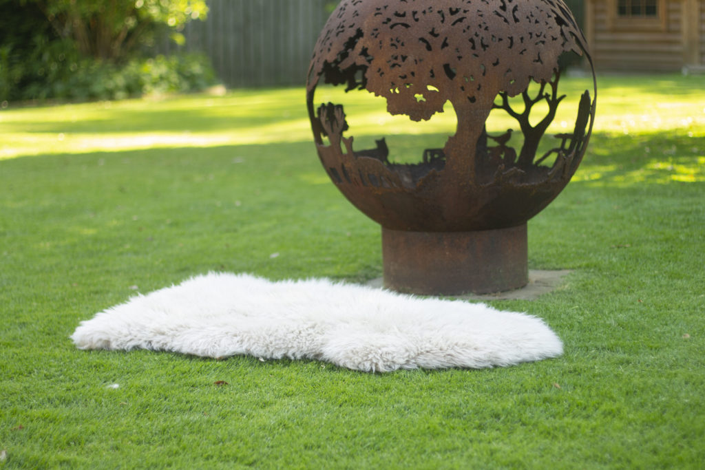 Friluftsliv - how to use a sheepskin rug outside